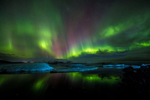 Magisch noorderlicht boven ijsbergen van CANI Fotografie.