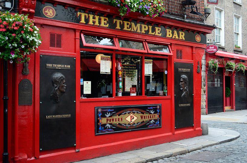 Beroemd rood café in Temple Bar, Dublin in Ierland van iPics Photography