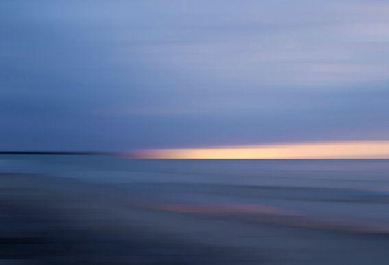 Blauwe zonsopgang aan de Tromper Wiek van Wil van der Velde/ Digital Art
