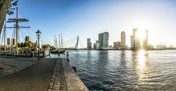 Rotterdam Skyline   Zonsopgang vanaf de Veerhaven