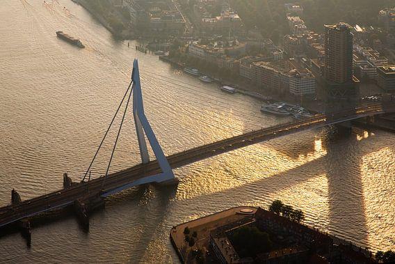 Erasmusbrug vanuit de lucht gezien te Rotterdam