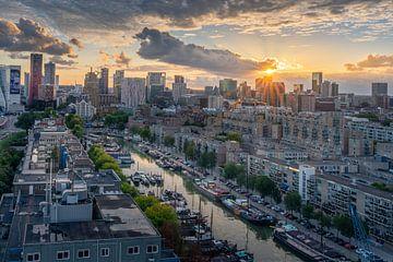 Stadsgezicht van Rotterdam bij zonsondergang, van Carla Matthee