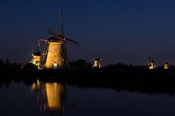 De molens verlicht von Petra Brouwer