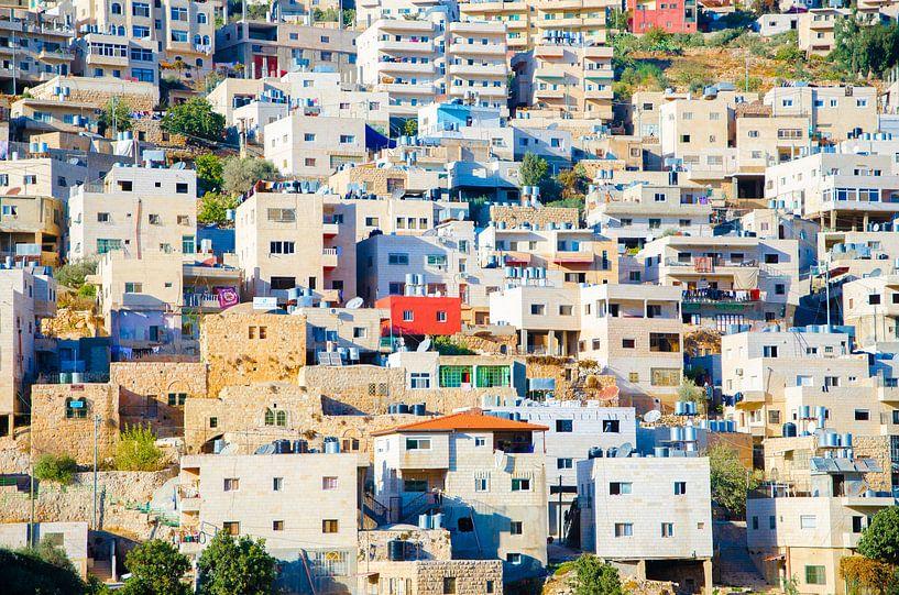 Huizen op bergwand Bethlehem, Palestina van Sander Jacobs