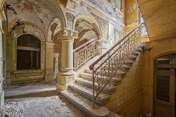 Lost Place - das gelbe Treppenhaus von Linda Lu