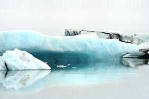 IJs in het Jökulsárlónmeer in het zuiden van IJsland