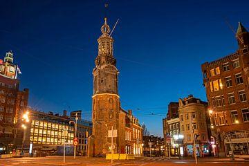 De Munttoren in Amsterdam bij zonsondergang van Nisangha Masselink