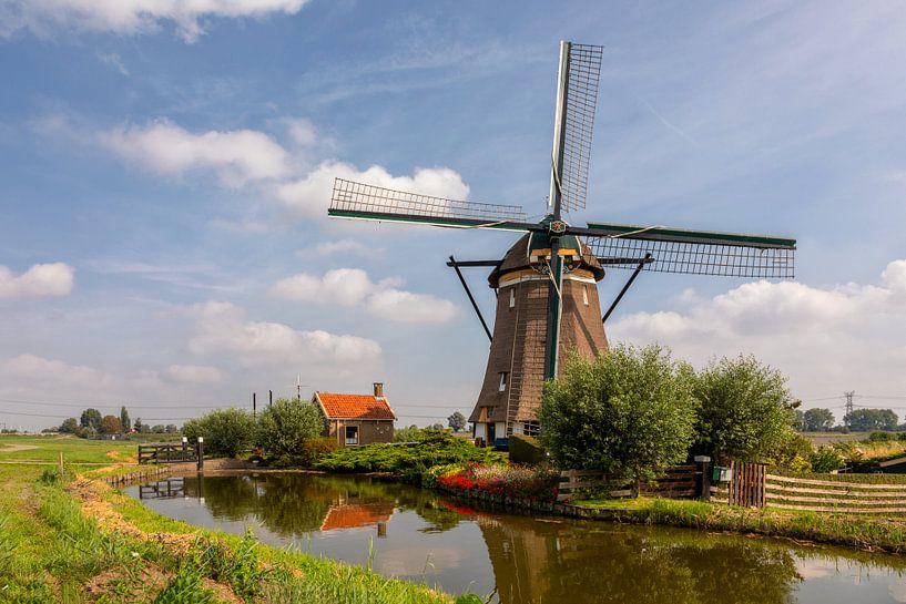 Hollandse windmolen en huisje van Bram van Broekhoven
