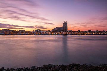 Rode zonsopkomst bij Dordrecht van Ilya Korzelius