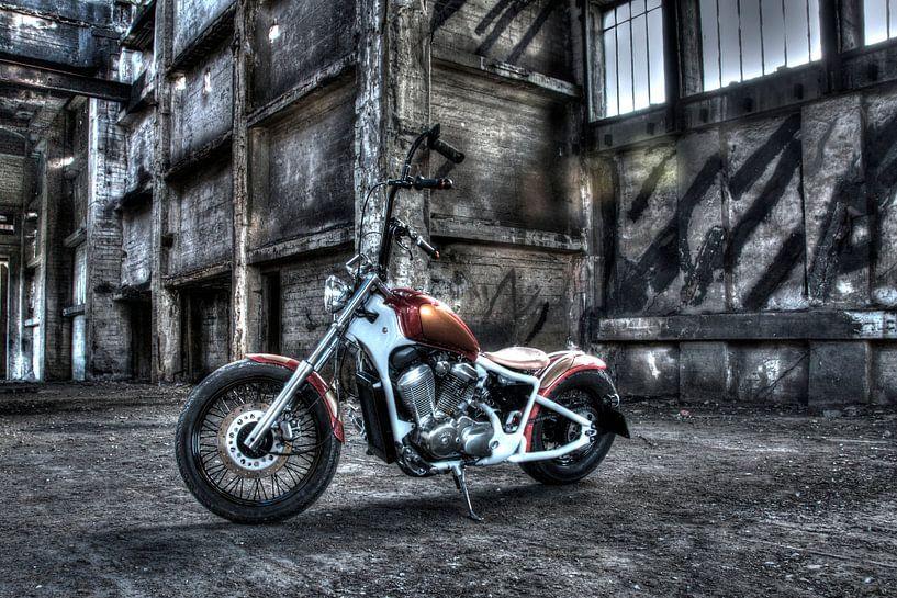 Verlaten motor, grauwe sfeer von Nicky Staskowiak