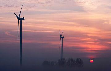 Windmolens bij zonsopkomst van