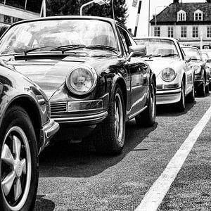 Porsche klassiekers op een pont van