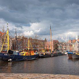 Noorderhaven vanaf Reitdiepskade in de stad Groningen van R Smallenbroek