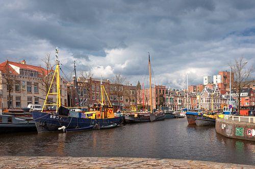Noorderhaven vanaf Reitdiepskade in de stad Groningen