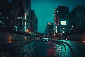 Cheonggyecheon rivier in het centrum van Seoul van Mickéle Godderis