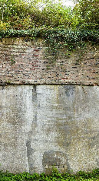 staand panorama van een muur van Fort Nieuwersluis bij Nieuwersluis, Nederland