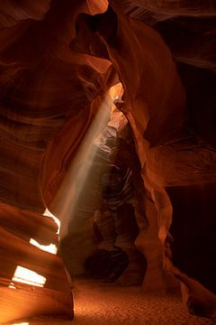 Upper Antelope Canyon met Lichtstraal van Gert Hilbink