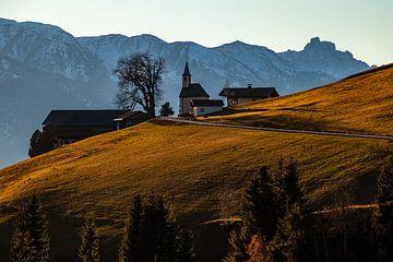 Bergdorf mit Kirche in Osttirol, Österreich