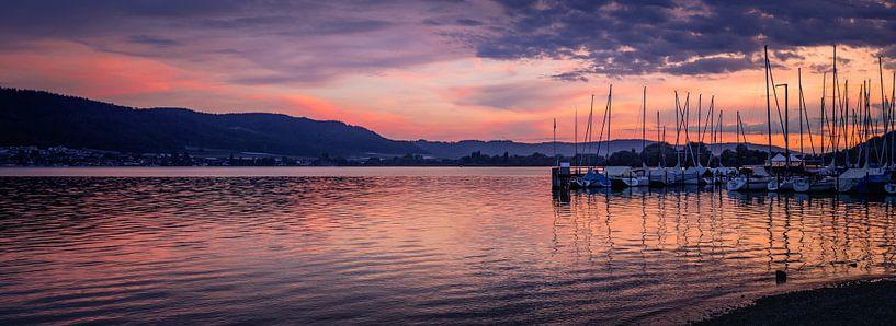 Jachthaven in avondlicht van Freek Rooze