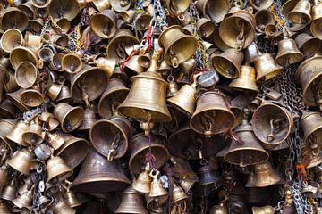 Klokken in een boeddhistische tempel in Nepal