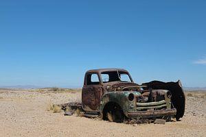 Autowrak in woestijn van Namibie