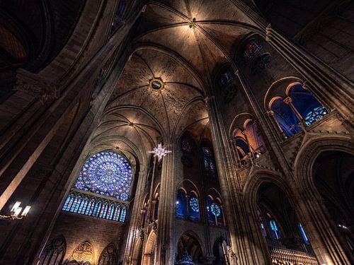 Het interieur van de Notre-Dame in Parijs
