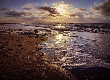 Coucher de soleil sur la mer sur Marjon Boerman