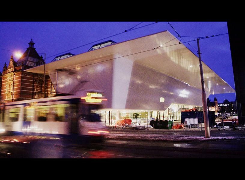 Stedelijk Museum, Amsterdam en GVB tram 14 van Philip Nijman