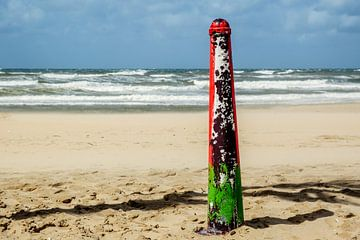 At the beach von Richard Marks