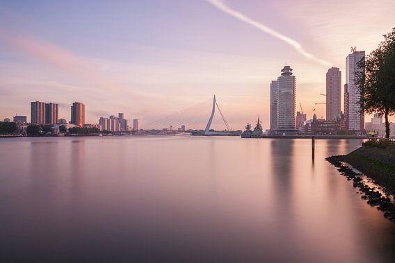Sunrise in Rotterdam II van Ilya Korzelius