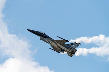 Langzaam vliegende F-16 Fighting Falcon van Wim Stolwerk