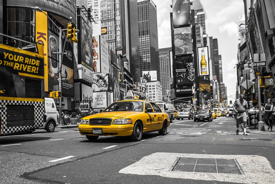 Yellow Cabs on Times Square van Hannes Cmarits