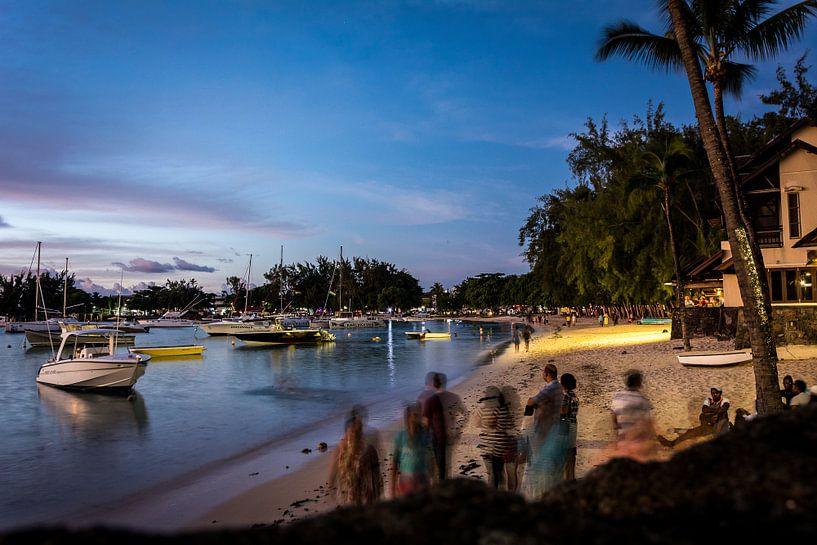 Strand, Grand Baie, Mauritius van Danny Leij