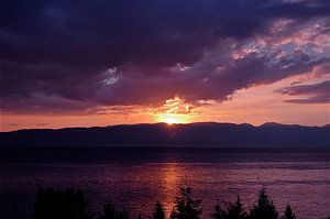Zonsondergang, het meer van Ohrid, Macedonië van