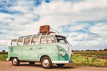 Volkswagen Bus Type 2 T1 camper op het platteland van Sjoerd van der Wal