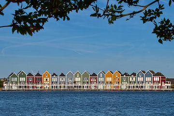 Gekleurde huizen aan het water von Ad Jekel