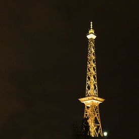Funkturm Berlin in gelbem Licht von Frank Herrmann