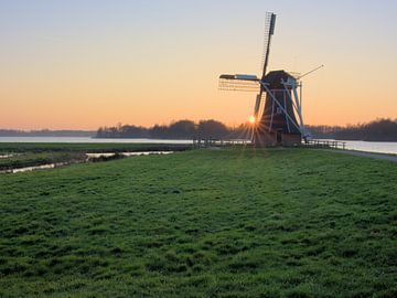 Windmühle am See von Hannon Queiroz