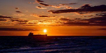 Schiff bei Sonnenuntergang von Edwin Benschop