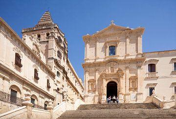 Benediktinerkloster SS Salvatore, rechts Franziskanerkirche Chiesa di San Francesco d'Assisi all' Im