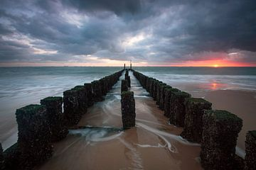 Stürmischer Sonnenuntergang von Arnoud van de Weerd