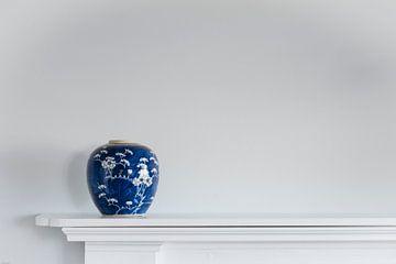 blauwe vaas van Laura Weijzig