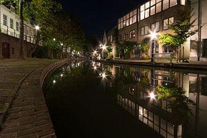 De Oudegracht bij nacht - Utrecht, Nederland van
