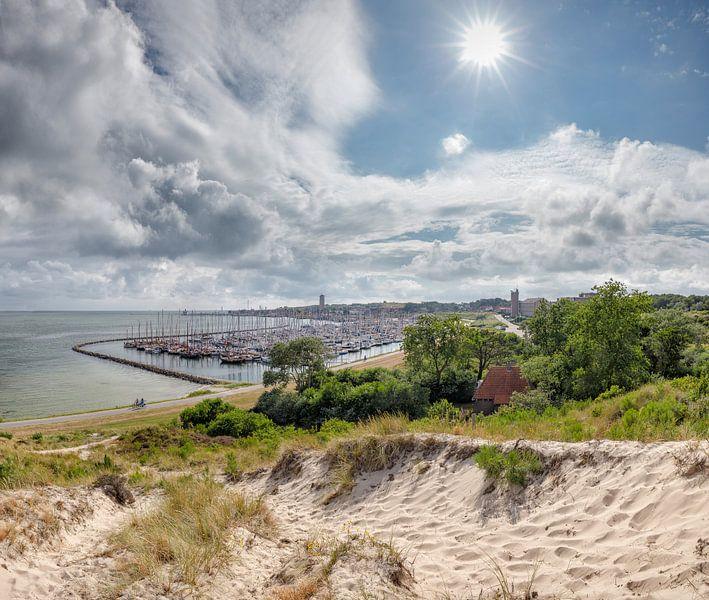 De haven, het dorp en de duinen, West-Terschelling, Wadden eiland, Friesland van Rene van der Meer