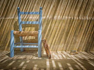 Stillleben, Stuhl und Buch von Pascal Raymond Dorland