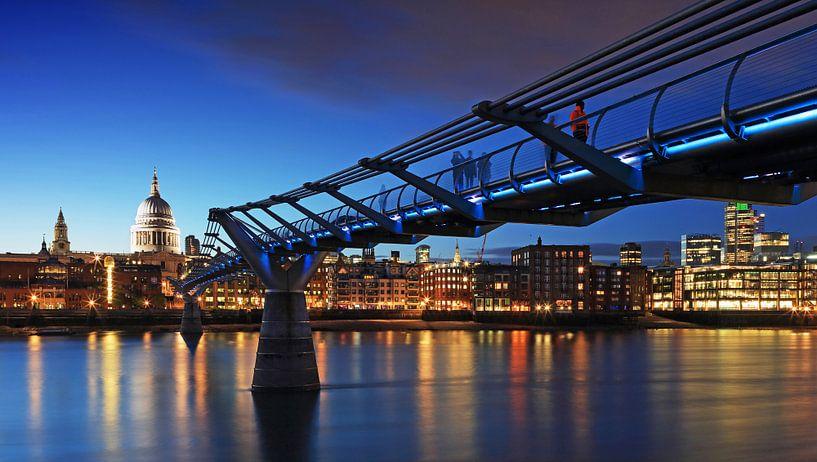 Millennium Bridge et la cathédrale St Paul (Londres) sur Frank Herrmann