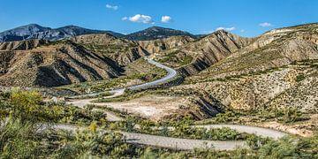 Bergweg aan de zuidkant van de Sierra de Cazorla van