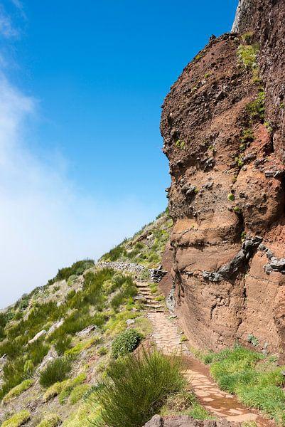 bl;ue sky on the pico arieiro on madeira island van Compuinfoto .