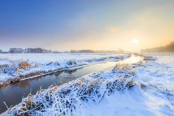 Winterlandschaft am Oostervoortsche tief bei Norg in Drenthe bei Sonnenaufgang von Bas Meelker