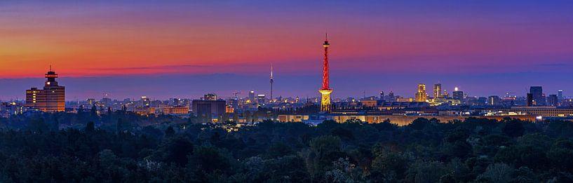 Berlin Skyline au lever du soleil sur Frank Herrmann